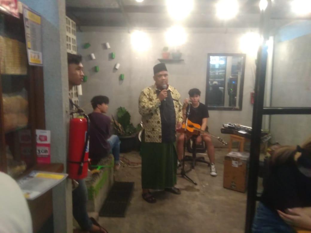 Lurah Nambo Jaya Samsu Rais